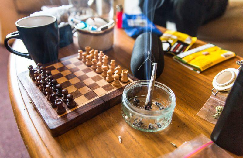 На Прикарпатье повар кафе «кормил» посетителей марихуаной