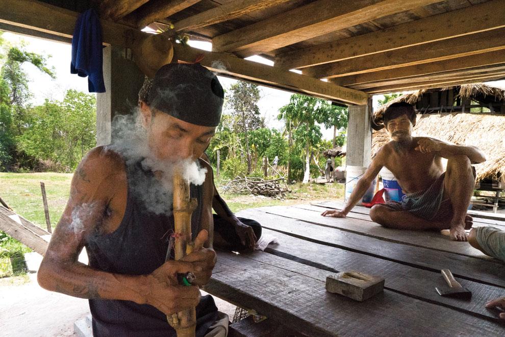 курение марихуаны,камбоджа, пицца, конопля,