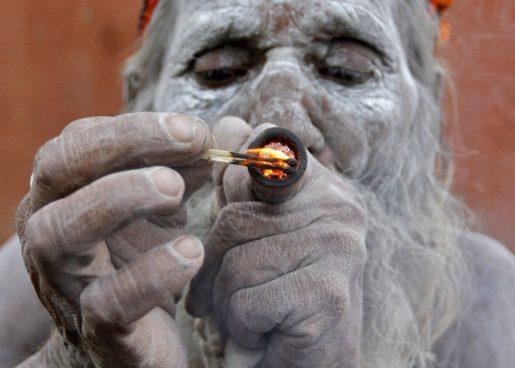 курение марихуаны, ритуальное употребление марихуаны, индийская марихуана, конопля, ганжа,